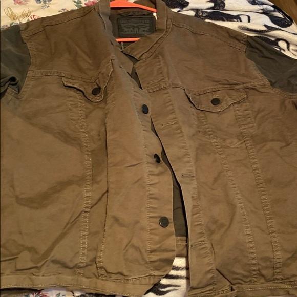 Like new man jacket levis size xxl
